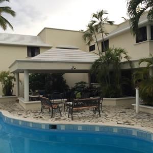 Se Vende - Casa de 500 m2 (Solar de 1000 m2) en Arroyo Hondo, Santo Domingo