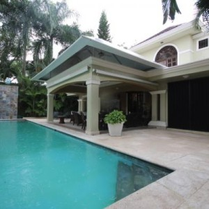 Se Vende: Lujosa Casa de 760 m2 en Arroyo Hondo, Santo Domingo