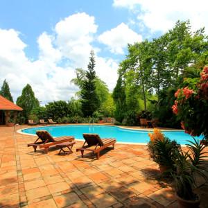 Se Vende: Preciosa Villa (1200 m2) estilo Colonial con Cancha de Tenis en Arroyo Hondo, Santo Domingo