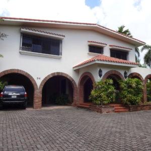 Se Vende: Impresionante Villa (633 m2) en amplio Solar (1,506 m2), Arroyo Hondo Viejo, Santo Domingo