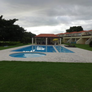 Se Vende/Alquila: Town House (247 m2) en Metro Country Club, Juan Dolio